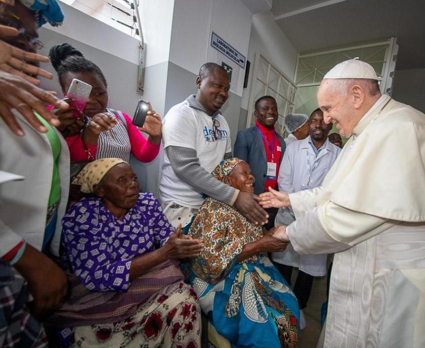 Papa_Francesco_in_visita_al_centro_DREM_di_Zimpeto_Mozambico_34-1